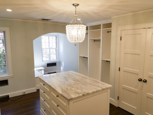 White Island With Shaker Drawers Granite Top