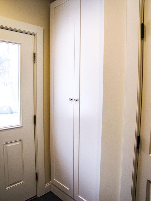 White Shaker Back Entry Storage